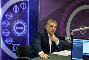 Budapest, 2016. január 22. Orbán Viktor miniszterelnök a Kossuth rádió stúdiójában, ahol interjút ad a 180 perc címû mûsorban 2016. január 22-én. MTI Fotó: Máthé Zoltán