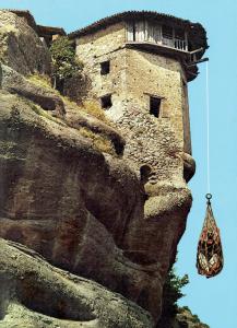 Ide kellett egy kolostornyi követ előbb szamárháton, majd kosárban felhúzni…